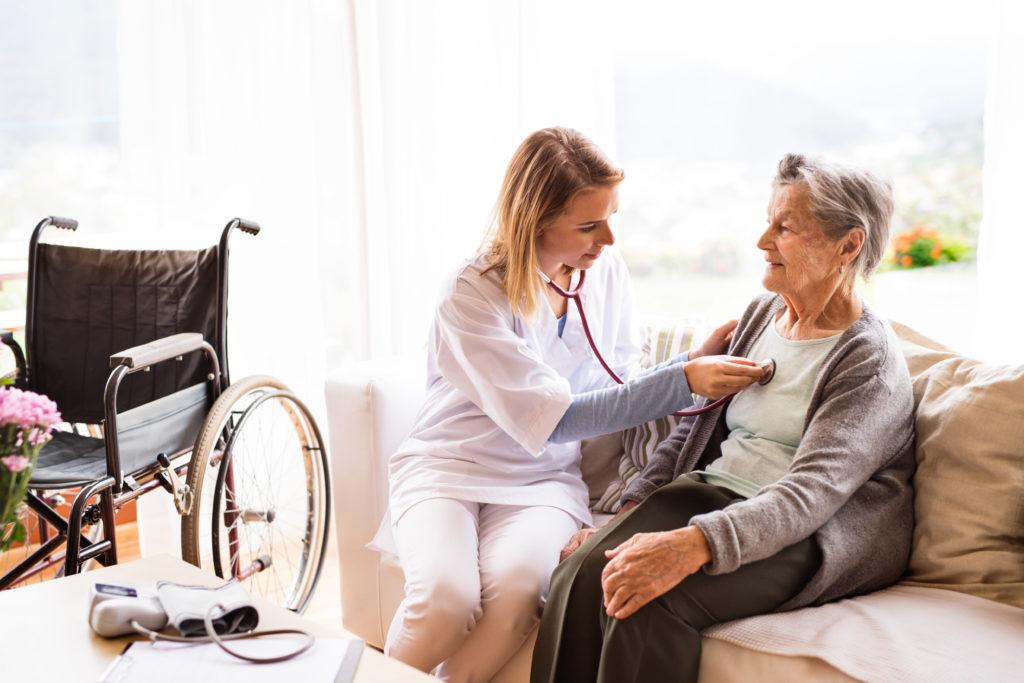what does a home health care nurse do
